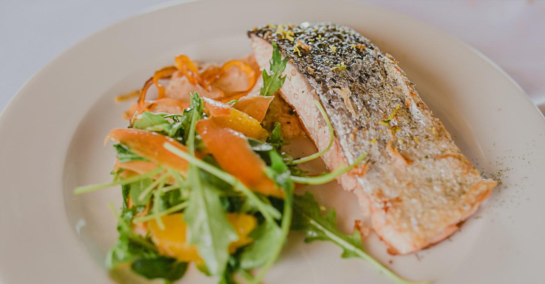 Salmón marinado a los cítricos confitado a baja temperatura