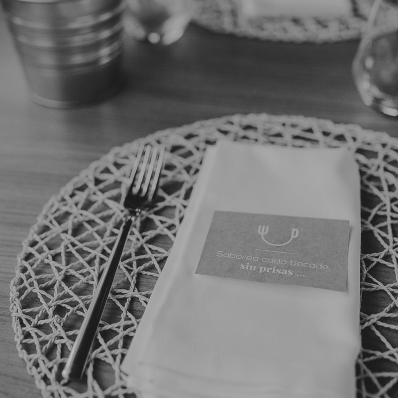 Mesa y decoración del Restaurante Altair
