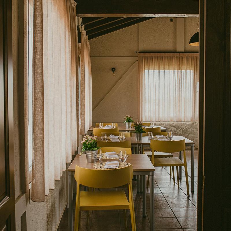 Imagen de la entrada al comedor del restaurante Altair en Béjar