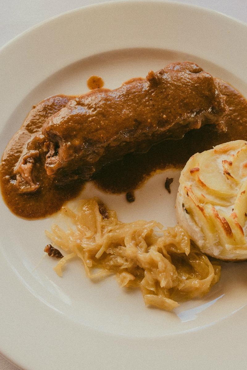 Plato del menu: lingote de rabo de toro